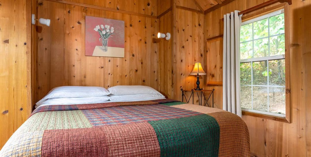 Balsam Mountains Cabin bed